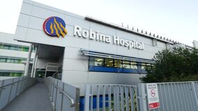 Robina Hospital-ingangs bewegend schot stock videobeelden