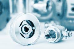 Robinet de contrôle et à tournant sphérique avec le foyer sélectif sur des garnitures de fil Photographie stock