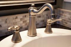 Robinet de salle de bains photo libre de droits