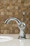 Robinet moderne de chrome de salle de bains Image libre de droits