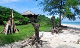 Robinson Crusoe & x27; bungalow de s na praia Imagem de Stock Royalty Free