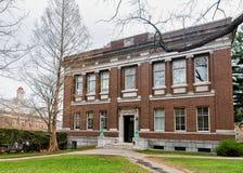Robinson Hall i Harvard gårdHarvarduniversitetet i Cambridge MOR royaltyfri fotografi