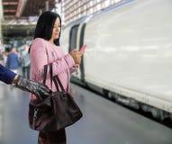 Robo en el robo del tren en el ferrocarril del tren Imagen de archivo libre de regalías