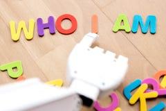 Robot avec des problèmes moraux photo libre de droits