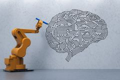 Robot avec le cerveau d'AI photo libre de droits