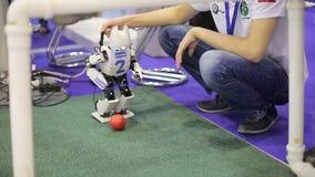 Robot bawić się football_4 zbiory