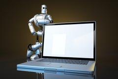 Robot con el ordenador portátil de la pantalla en blanco Contiene la trayectoria de recortes de la pantalla y de la escena entera Fotos de archivo
