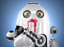 Robot con il contenitore di regalo minuscolo Isolato su bianco Contiene il percorso di ritaglio Fotografie Stock