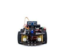 robot con quattro ruote su un fondo bianco Fotografia Stock Libera da Diritti