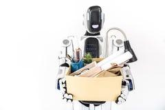Robot contemporain gardant le carton de bureau Photo libre de droits