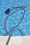 Robot czyści pływackiego basenu Zdjęcia Royalty Free