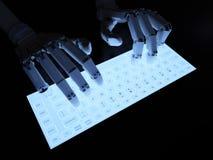 Robot dactylographiant sur le clavier fluorescent Photographie stock
