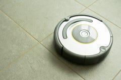 Robot de la limpieza del vacío Foto de archivo libre de regalías