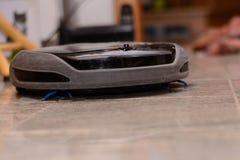 Robot de la succión en la tierra lisa Fotografía de archivo libre de regalías