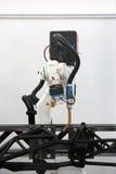 Robot de soldadura automatizado Fotos de archivo libres de regalías