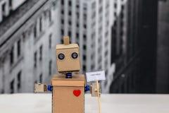 Robot del cartone con le armi Fotografie Stock Libere da Diritti