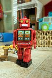 Robot del juguete de la lata Imagenes de archivo