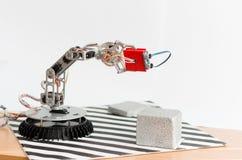 Robot delle mani con il sensore ultrasonico fotografia stock
