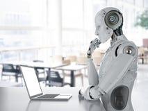Robot die aan laptop werken stock foto's