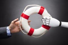 Robot die Lifebelt geven aan Businessperson stock foto