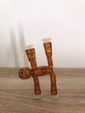 Robot die Yoga doen Stock Foto