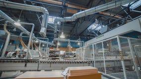 Robot en el lapso de tiempo de la acción 4K Robot industrial Proceso de fabricación automatizado almacen de metraje de vídeo