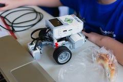 Robot en la robótica del ` s de los niños Imagen de archivo