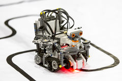 Robot hecho a sí mismo de los bloques de Lego Imagenes de archivo