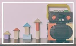 Robot i drewniany czerni zabawki rocznika brzmienie Zdjęcie Stock