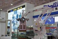 Robot industrial Foto de archivo libre de regalías