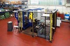 Robot industriali - linee di automazione immagine stock libera da diritti