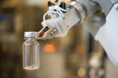 Robot in laboratorio Fotografia Stock Libera da Diritti