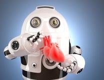 Robot med mänsklig hjärta i händerna begrepp isolerad teknologiwhite Innehåller den snabba banan Royaltyfri Bild