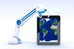 Robot med tableten Royaltyfri Foto