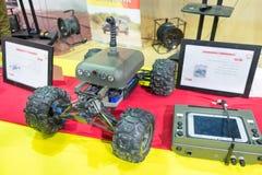 Robot militar accionado por control remoto fotos de archivo