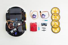 Robot na kołach i liczbie szczegóły z czego robota consi Zdjęcia Stock