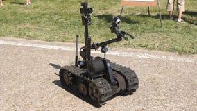 Robot om bommen te ontdekken stock videobeelden