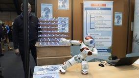 Robot på ställningen under utbildningsmässa att välja karriärbanan arkivfilmer