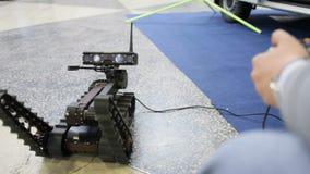 Robot para las explosiones descubrimiento y búsqueda en el teledirigido almacen de metraje de vídeo