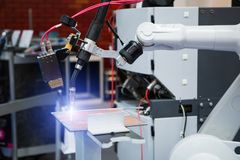 Robot per saldatura automatico immagini stock