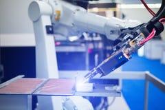 Robot per saldatura automatico immagine stock