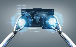 Robot ręki z światową mapą na pastylka komputeru osobistego ekranie Zdjęcia Stock