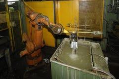 Robot, robot w parowozowej fabryce, Zdjęcia Royalty Free