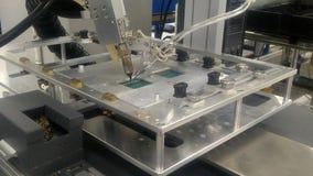Robot som löder maskinen arkivfilmer