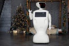 Robot spotyka boże narodzenia, stojaki na tle girlanda obrazy royalty free