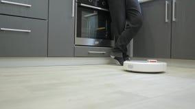 Robot stofzuiger stock footage