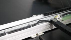 Robot szwalna maszyna Komputerowe kontrole szwalna maszyna Automatyczna szwalna maszyna Automatyzuj?ca maszyna haftuje zbiory wideo
