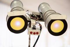 Robot telescopico degli occhi con luce gialla Immagini Stock
