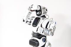Robot używa przyszłościowego technologii urządzenie Obrazy Stock