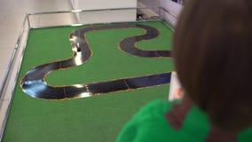 Robot voor kinderen op het 4de Russische Wetenschapsfestival dat wordt aangetoond De gebeurtenis poogde wetenschap te populariser